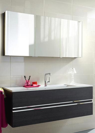 Фотография Мебель ванной комнаты в стиле хай тек