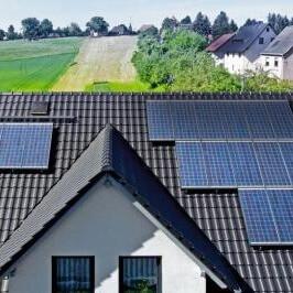 Фотография Солнечный коллектор на крыше дома